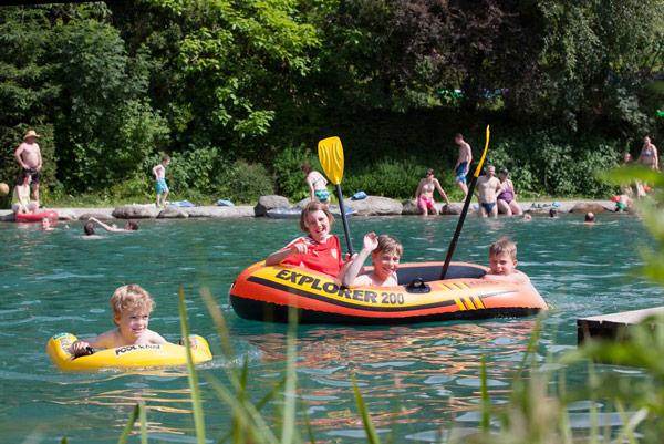 Badesee im Resort der Hütte Zillertal