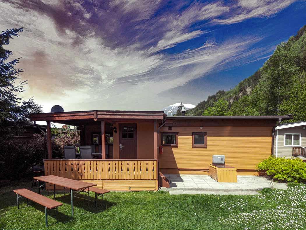 Hütte Zillertal vor Wolkenhimmel