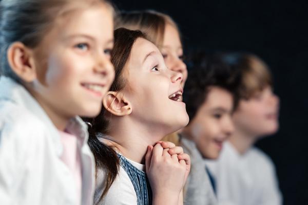 Kinder im Kinderkino des Topi Kids Club