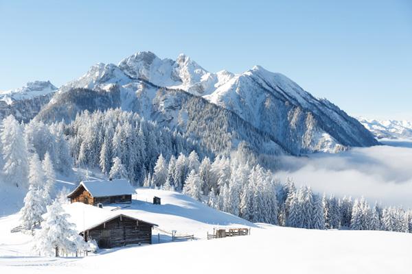 verschneite Berge im Zillertal