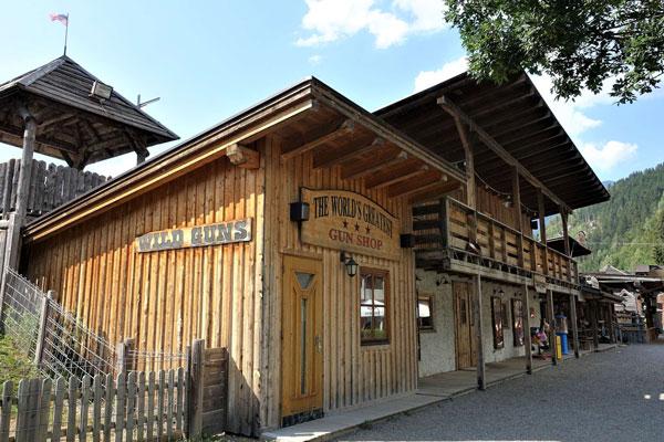 Gunshop im Westernfort von Camping Aufenfeld